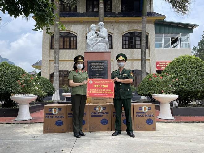 Trao trả 41 công dân Trung Quốc nhập cảnh trái phép ảnh 3