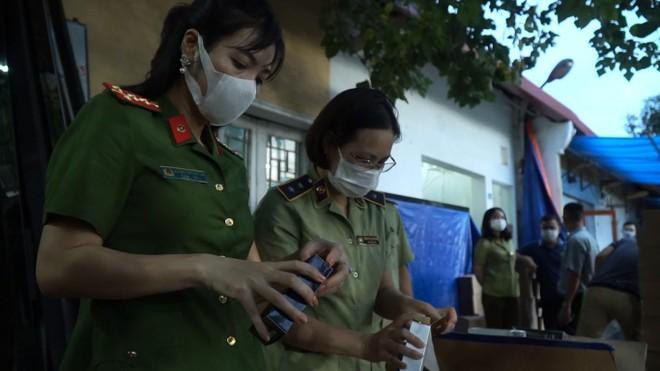 Chủ lô hàng hơn 11.000 sản phẩm nước hoa nhãn mác ngoại khai giá bán 40.000 đồng/ lọ ảnh 1