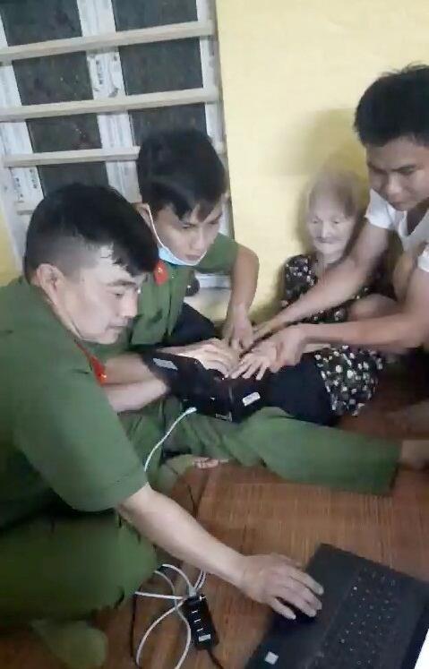 Sáng đẹp hình ảnh người chiến sỹ Công an vì nhân dân phục vụ ảnh 1