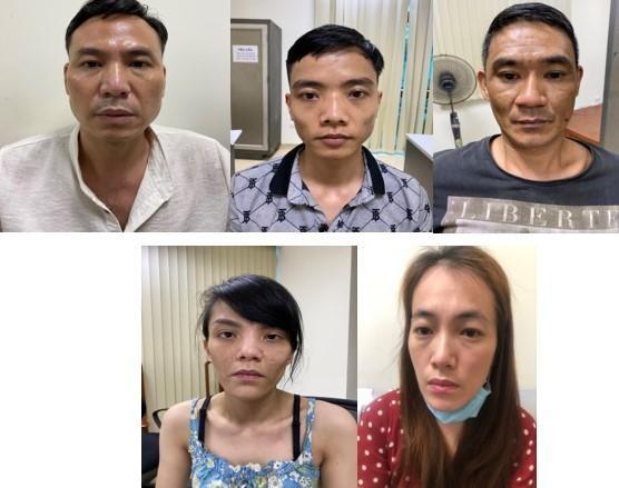 Hà Nội: Đột kích nhà đối tượng có tiền án về tội giết người, phát hiện ổ tàng trữ súng quân dụng, ma túy các loại ảnh 1
