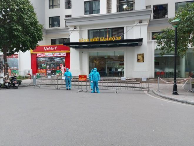 Tổ chức kiểm soát chặt chẽ 24/24h người ra vào các tòa chung cư cao tầng ảnh 1
