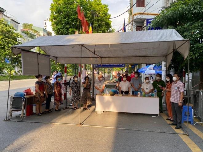Hà Nội: Sau đỉnh điểm 53 ca F0, 1.903 công dân phường Giáp Bát vỡ òa vì kết thúc cách ly y tế ảnh 1