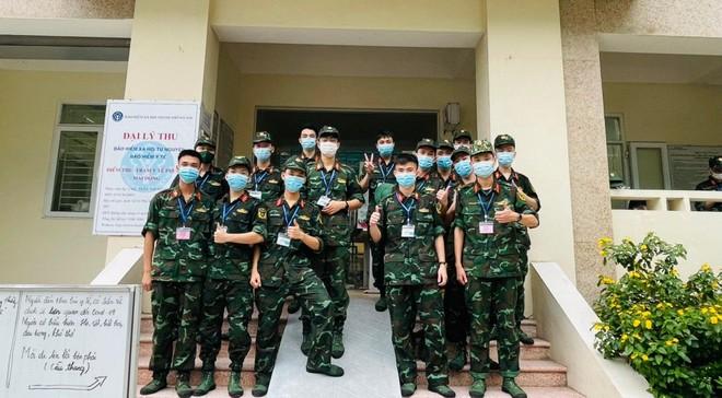 400 sinh viên Học viện Quân y hỗ trợ quận Hoàng Mai triển khai xét nghiệm diện rộng ảnh 3