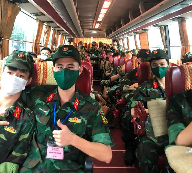 400 sinh viên Học viện Quân y hỗ trợ quận Hoàng Mai triển khai xét nghiệm diện rộng ảnh 2