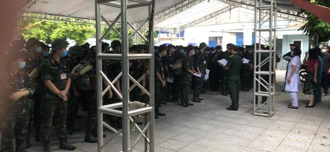 400 sinh viên Học viện Quân y hỗ trợ quận Hoàng Mai triển khai xét nghiệm diện rộng ảnh 4