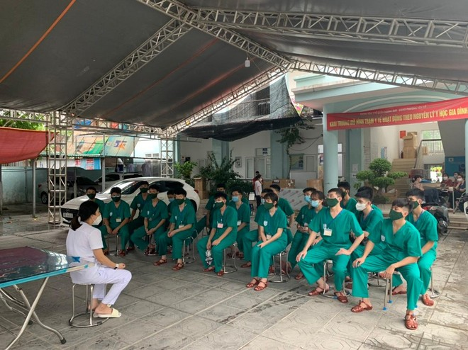400 sinh viên Học viện Quân y hỗ trợ quận Hoàng Mai triển khai xét nghiệm diện rộng ảnh 5