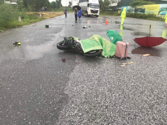Vụ 2 người bị sét đánh tử vong tại Hà Nội: Cháy xém mũ bảo hiểm và da đầu ảnh 2