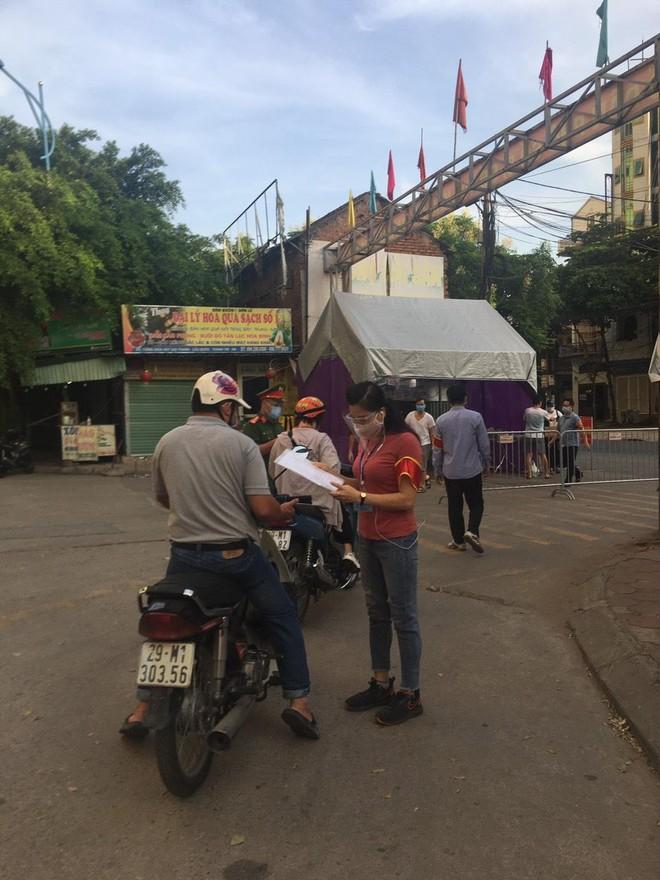 Thực hiện nghiêm yêu cầu giãn cách xã hội tại địa bàn xã Tả Thanh Oai ảnh 2