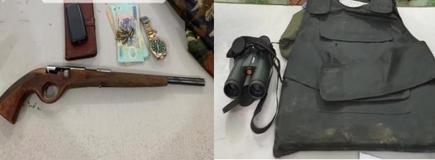 Thu súng, áp giáp chống đạn và ống nhòm của kẻ trốn truy nã đặc biệt nguy hiểm ảnh 2