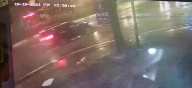 Triệu tập lái xe ô tô húc đẩy 2 mẹ con đi xe máy cả trăm mét trong đêm mưa tại Hà Đông ảnh 2