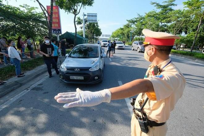 Ngày 14-10: Vẫn triển khai 22 chốt kiểm soát phương tiện ra vào Hà Nội ảnh 1