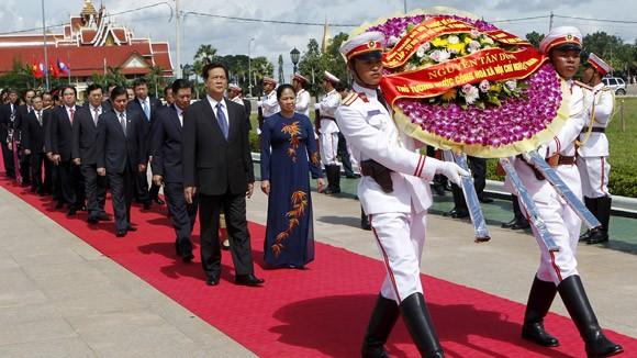 Keo sơn tình đoàn kết Việt - Lào ảnh 1