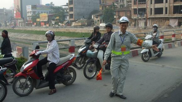 Ùn tắc tại Hà Nội chủ yếu do xung đột dòng xe ảnh 1