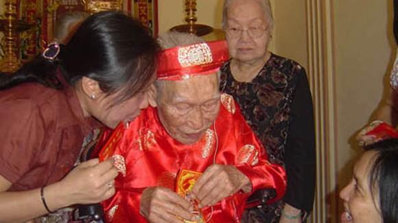Hà Nội tặng quà tết các đối tượng chính sách ảnh 1