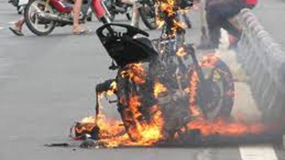 Bỗng dưng… hóa thành tro: Cháy xe là chuyện bình thường! ảnh 1