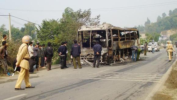 Xe khách 45 chỗ bất ngờ cháy trong đêm ảnh 1