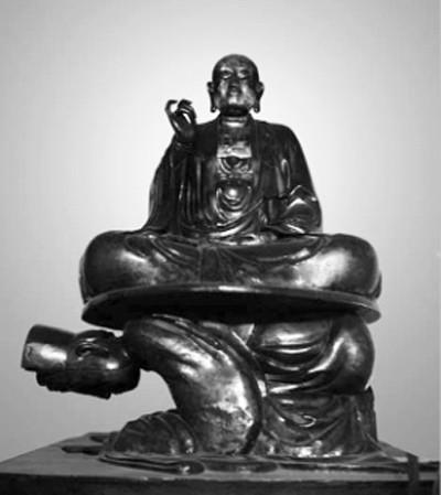 Tượng Phật ngự trên lưng vua ảnh 1