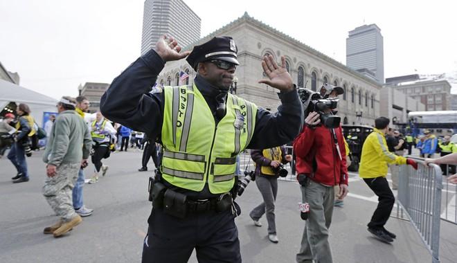 Khủng bố đẫm máu tại giải marathon Boston, 130 người thương vong ảnh 9