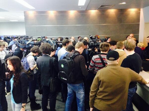 Trực tiếp cuộc họp báo của Tổng thống bị lật đổ Yanukovych ảnh 1