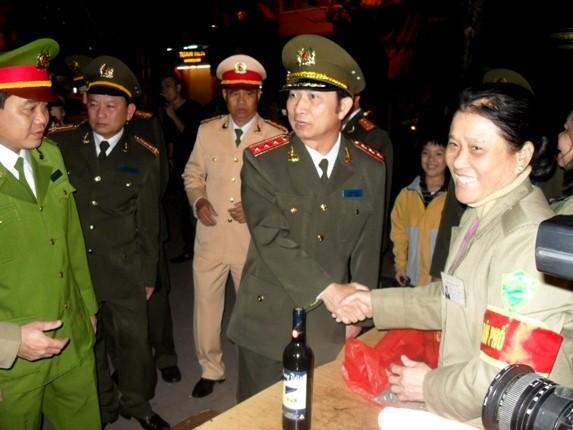 Thượng tướng Đặng Văn Hiếu kiểm tra công tác ứng trực Tết của CAHN ảnh 4