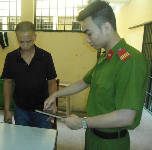 Bắt khẩn cấp đối tượng gây rối, tấn công y bác sỹ tại BV Bạch Mai ảnh 2