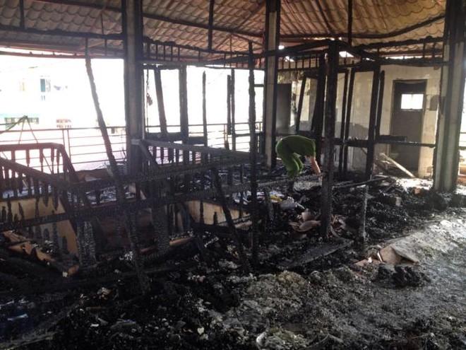 Cháy nhà hàng gây thiệt hại hàng trăm triệu đồng ảnh 1