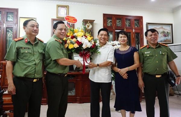 Thiếu tướng Nguyễn Hải Trung, Giám đốc Công an Hà Nội thăm hỏi chúc mừng nguyên lãnh đạo Công an Hà Nội ảnh 3