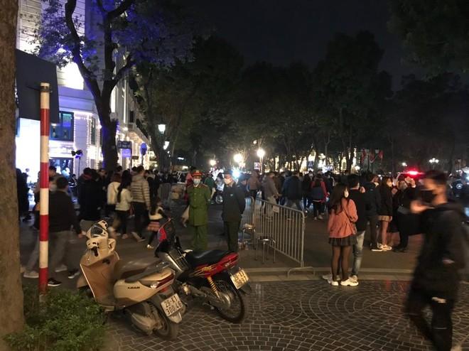 Bình yên đêm 'giao thừa' đón chào năm mới 2021 ảnh 1
