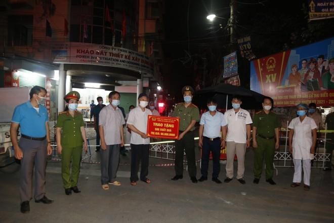 'Chia lửa' với đồng chí, đồng đội và cán bộ cơ sở nơi tuyến đầu chống dịch ảnh 5
