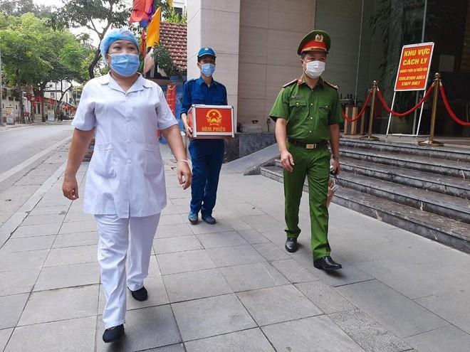 Công an Hà Nội: Đảm bảo tuyệt đối an toàn ngày bầu cử, căng sức trên tuyến đầu phòng chống dịch bệnh ảnh 11