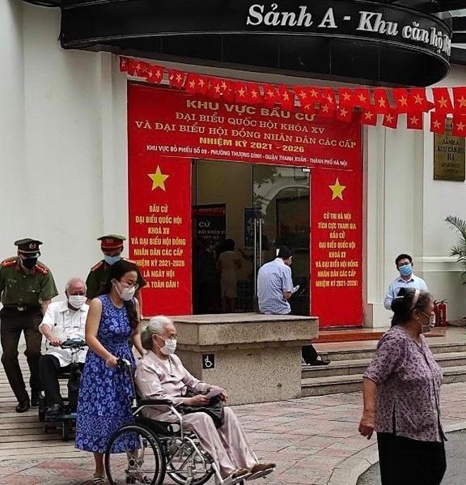 Công an Hà Nội: Đảm bảo tuyệt đối an toàn ngày bầu cử, căng sức trên tuyến đầu phòng chống dịch bệnh ảnh 7