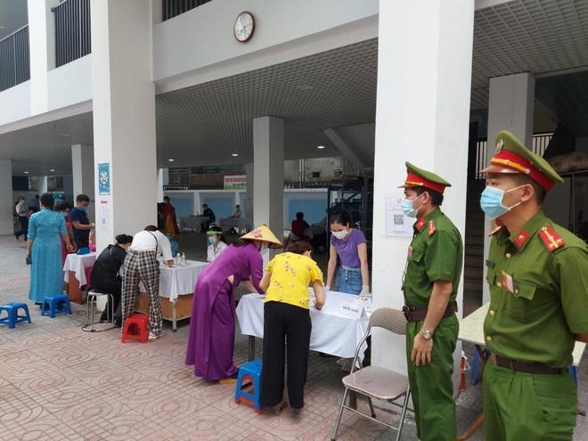 Công an Hà Nội: Đảm bảo tuyệt đối an toàn ngày bầu cử, căng sức trên tuyến đầu phòng chống dịch bệnh ảnh 9