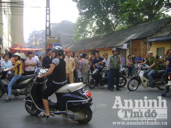 Hà Nội: Vừa xảy ra nổ bình gas, nhà sập vùi 2 em nhỏ ảnh 4