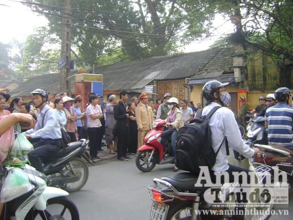 Hà Nội: Vừa xảy ra nổ bình gas, nhà sập vùi 2 em nhỏ ảnh 5