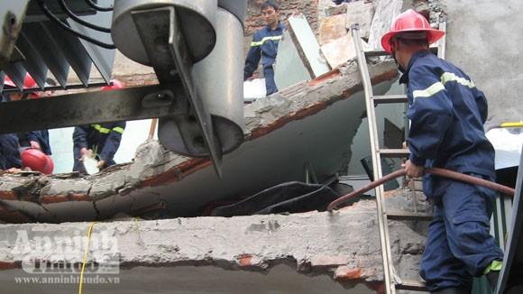Hà Nội: Vừa xảy ra nổ bình gas, nhà sập vùi 2 em nhỏ ảnh 2