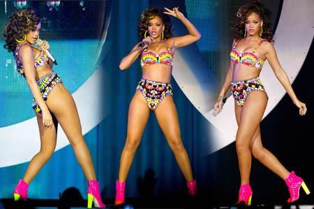 """Rihanna tự tin """"quậy tung sân khấu"""" với... bikini cũ ảnh 4"""