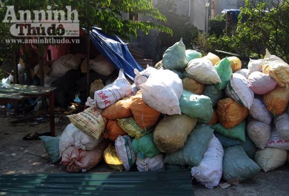 Kinh hoàng rác thải y tế đang bốc mùi ảnh 4