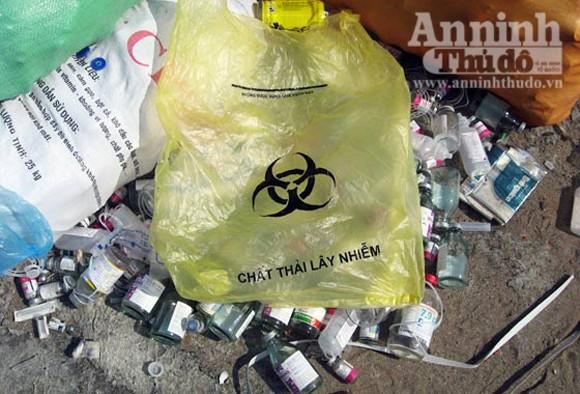 Kinh hoàng rác thải y tế đang bốc mùi ảnh 7