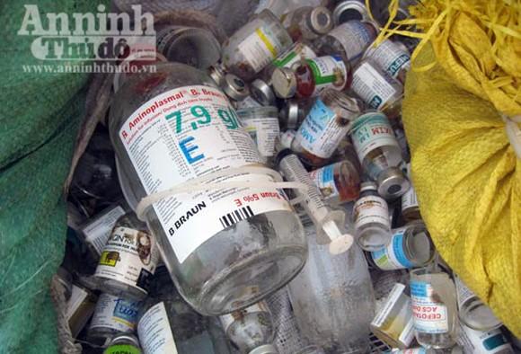 Kinh hoàng rác thải y tế đang bốc mùi ảnh 8