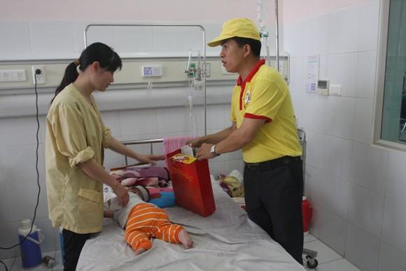 Bệnh nhi đón tết trong bệnh viện: Không cô đơn! ảnh 2