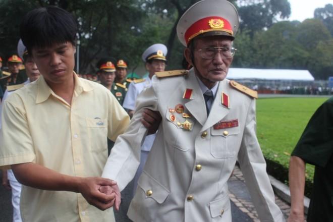 Những người cuối cùng được vào viếng Đại tướng Võ Nguyên Giáp ảnh 27