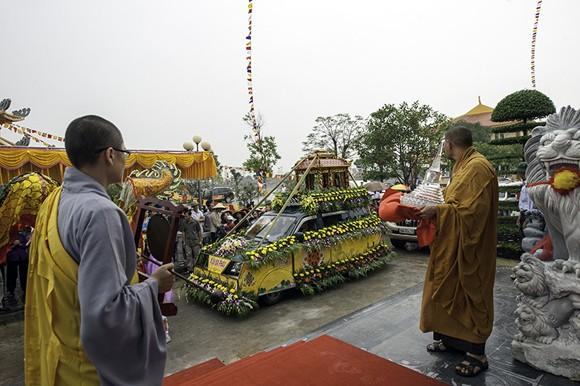 Cung nghinh Phật ngọc và Ấn ngọc về Bảo tháp Đại bi ảnh 1