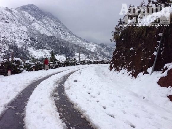 Sa Pa: Tuyết dày 50cm, nhiều vụ tai nạn giao thông do trơn trượt ảnh 4