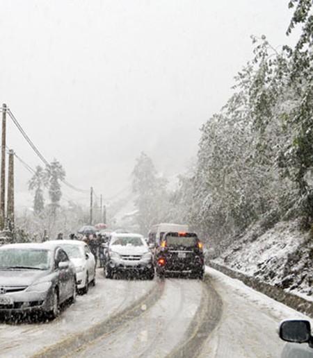 Sa Pa: Tuyết dày 50cm, nhiều vụ tai nạn giao thông do trơn trượt ảnh 7