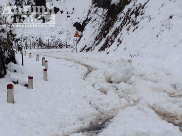 Sa Pa: Tuyết dày 50cm, nhiều vụ tai nạn giao thông do trơn trượt ảnh 9