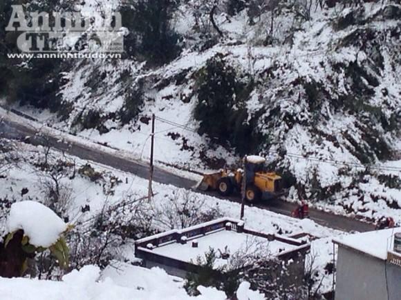 Sa Pa: Tuyết dày 50cm, nhiều vụ tai nạn giao thông do trơn trượt ảnh 5