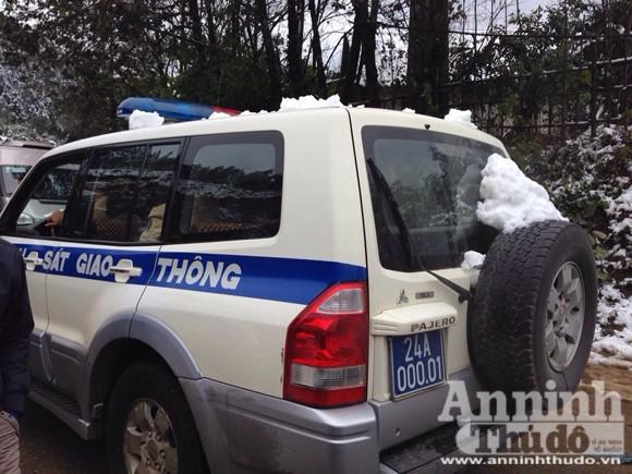 Sa Pa: Tuyết dày 50cm, nhiều vụ tai nạn giao thông do trơn trượt ảnh 6