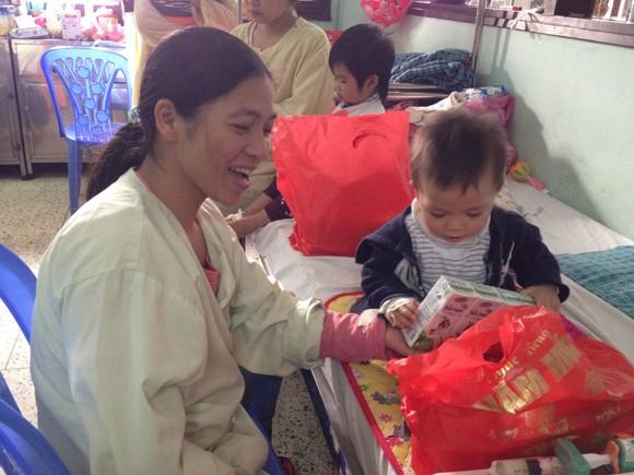 Chia sẻ với bệnh nhi nghèo, nhân lên niềm vui sống ảnh 12