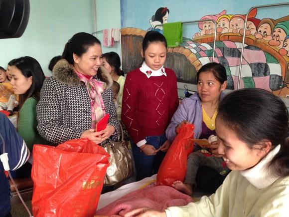 Chia sẻ với bệnh nhi nghèo, nhân lên niềm vui sống ảnh 3
