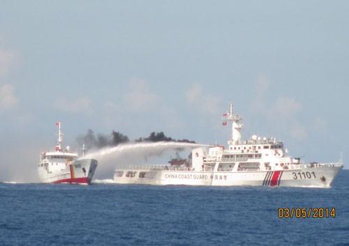 Tàu Trung Quốc tấn công, tàu kiểm ngư Việt Nam đáp trả thích đáng ảnh 1